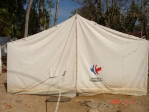 フランス政府からのテントで生活する様子1